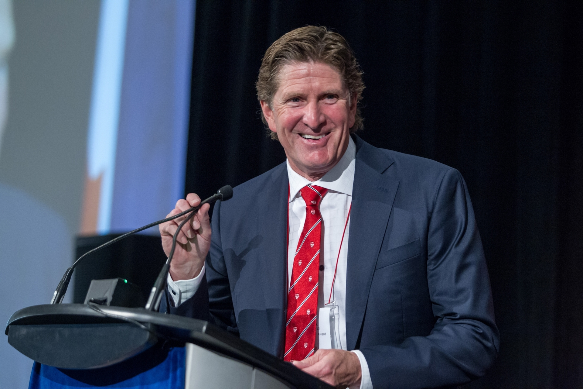 Mike Babcock receives leadership award at McGill Toronto Excellence Luncheon